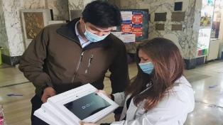 Entregaron tablets en hospitales bonaerenses para el contacto del paciente con su familia