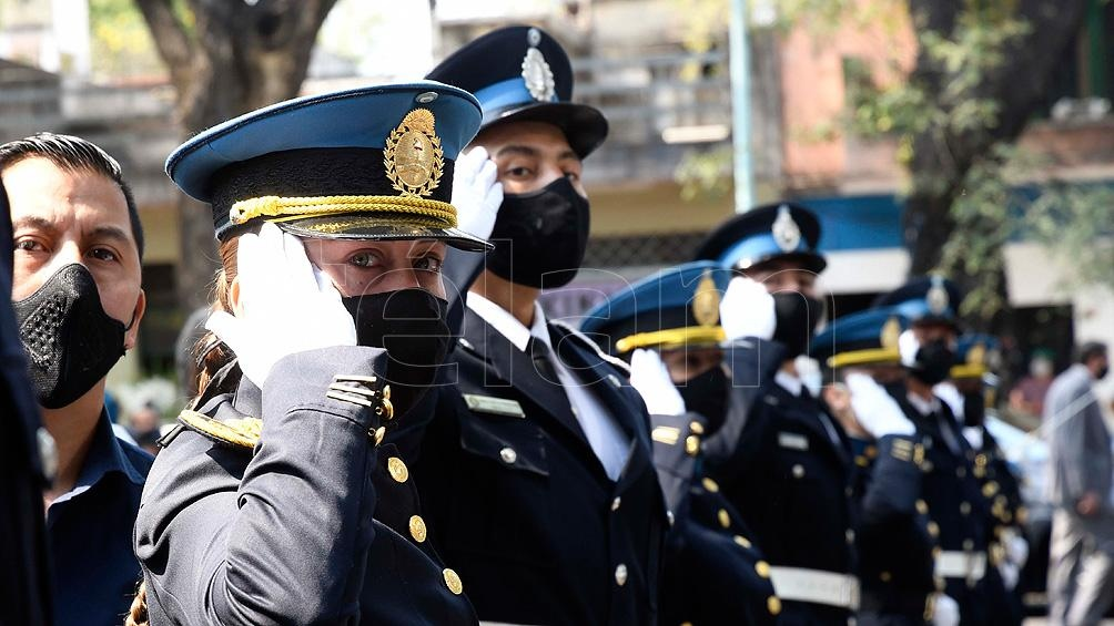 Compañeros de fuerza despiden al inspector Juan Pablo Roldán hoy en Chacarita.