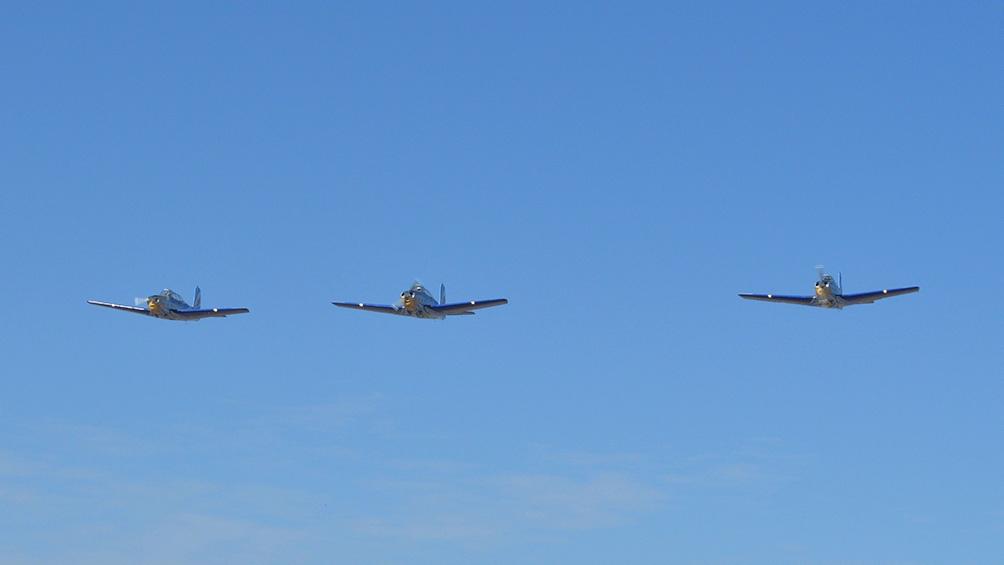 El 13 de agosto realizaron el primer vuelo de la escuadrilla despegando del Centro de Ensayos de Vuelo.