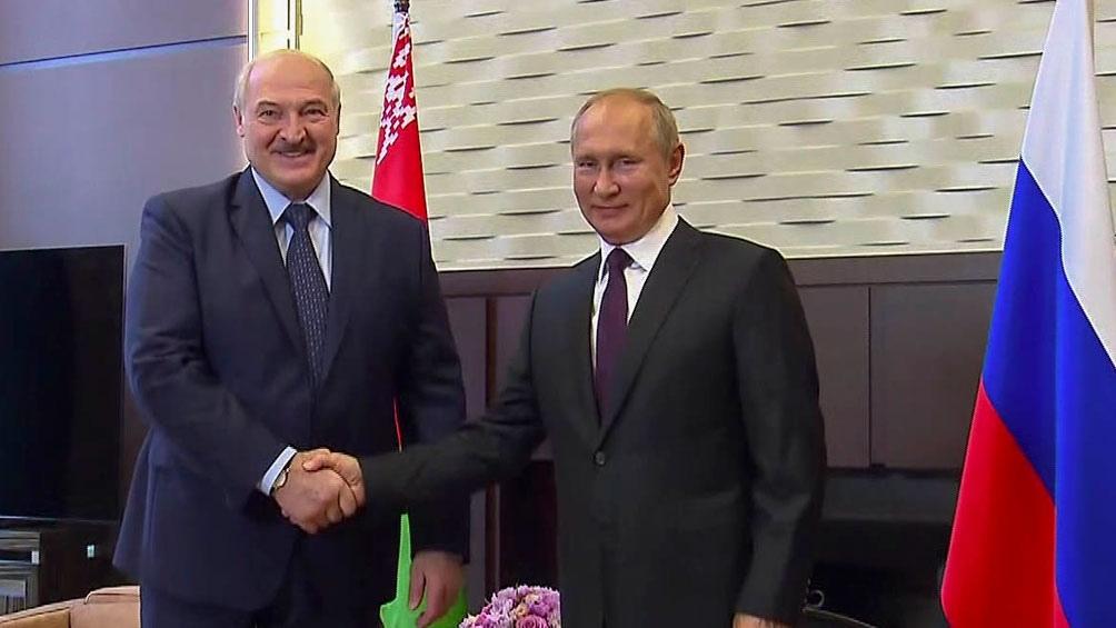 Lukashenko junto a Putin