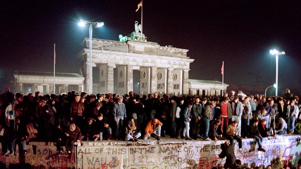 La reunificación se dio en un proceso mundial en que se desintegró el bloque soviético y se puso fin a la Guerra Fría.