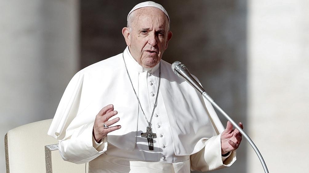 Francisco toma distancia del documento que prohibió bendecir las uniones igualitarias