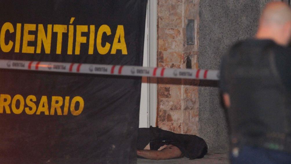 Dos muertos en una esquina de Rosario que tiene antecedentes de ataques mafiosos