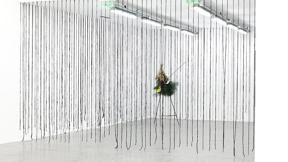 """Con """"Deshuesado"""", la emblemática galería presenta una muestra después de casi siete meses."""