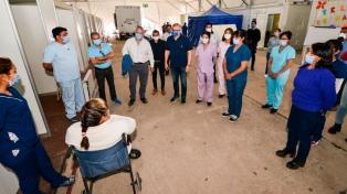 Morales despidió a la última paciente recuperada de covid19 del hospital de campaña