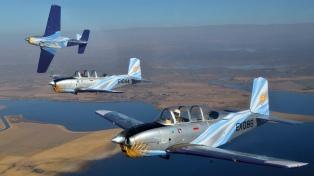 """La Fuerza Aérea construyó una """"Escuadrilla Histórica"""" con aviones de más de 50 años"""