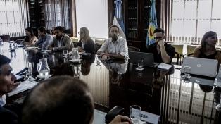 El Gobierno de Kicillof vuelve a recibir a los gremios estatales para discutir aumentos