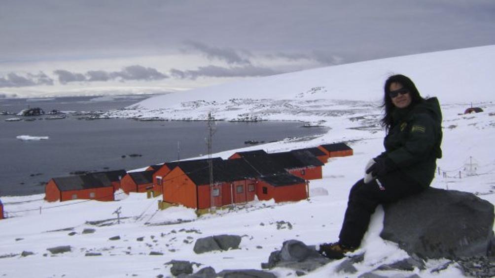 En el 2010, participó en la primera misión antártica (a la Basa Esperanza) que incorporó mujeres guardaparques.