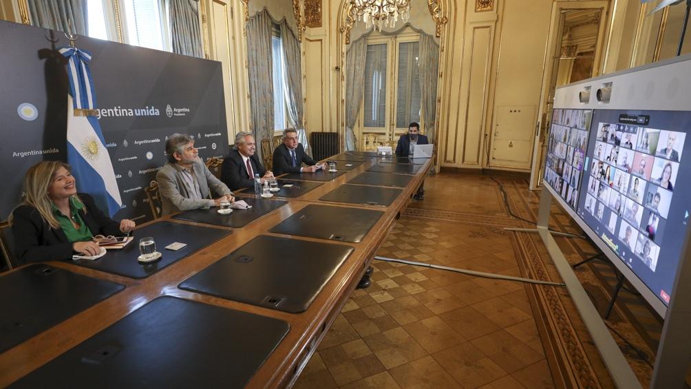 """Alberto Fernandez recordó su promesa de asunción """"primero los últimos"""""""