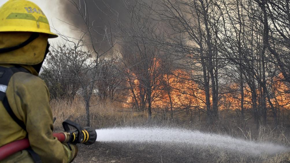 La situación de los incendios persiste con variados niveles de intensidad.