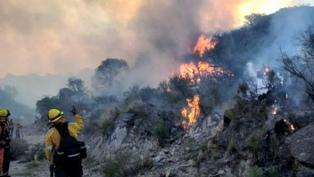 Continúa el combate contra el fuego en las Sierras Centrales de San Luis