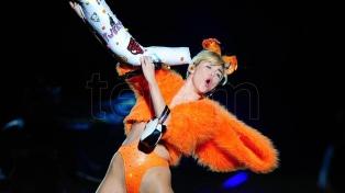 """Miley Cyrus muda su """"unplugged"""" para MTV al jardín de su casa"""