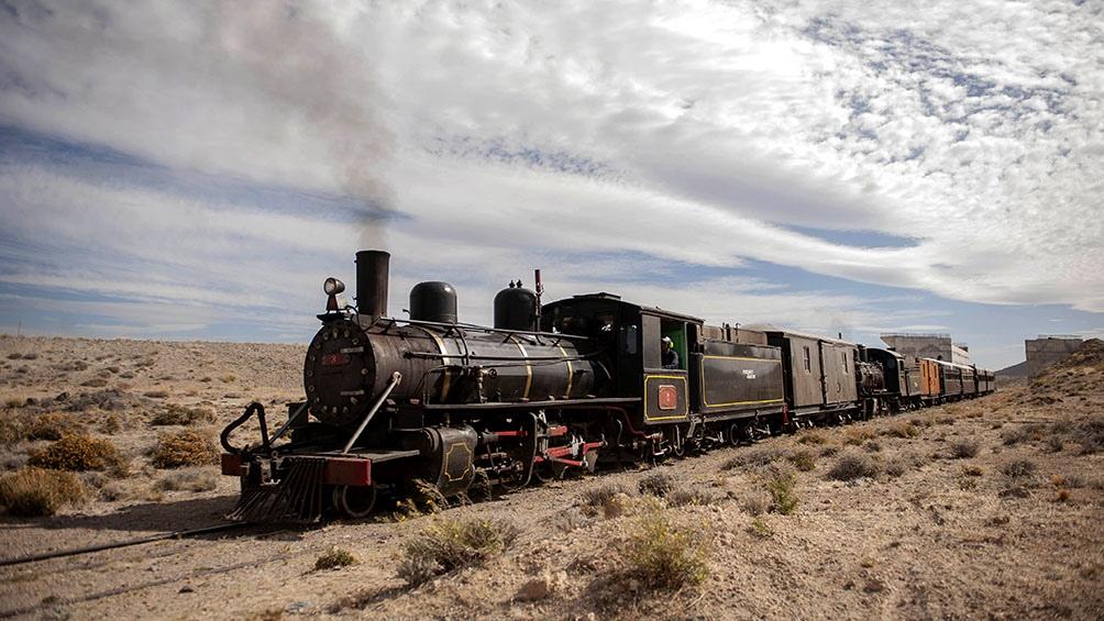 La Trochita vuelve a surcar la estepa patagónica