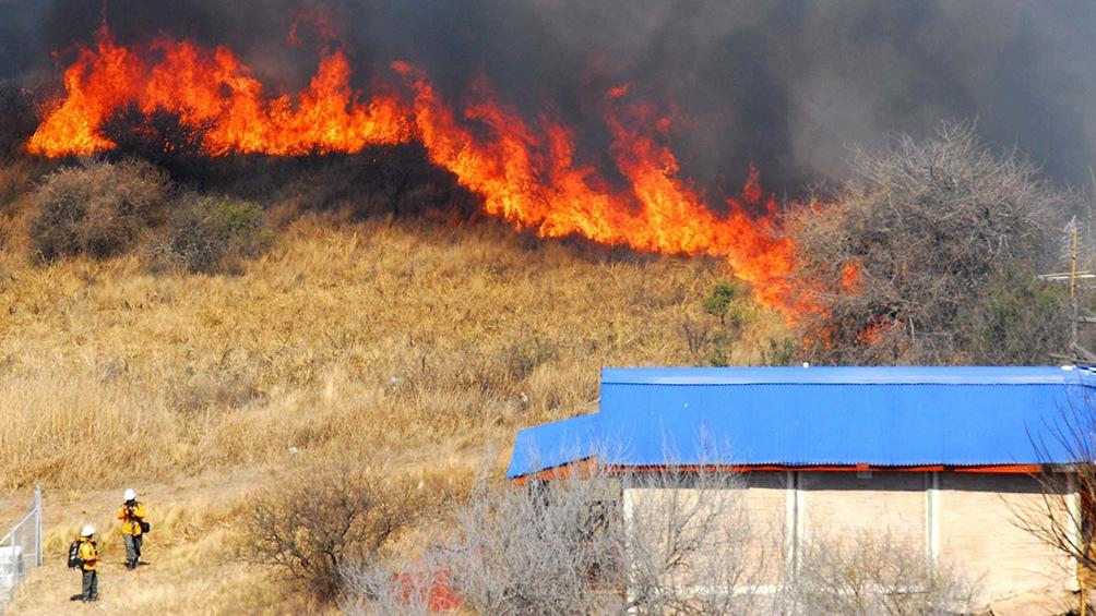 """Es otra jornada """"muy complicada"""" para los incendios en la provincia, dijo el director de Defensa Civil."""