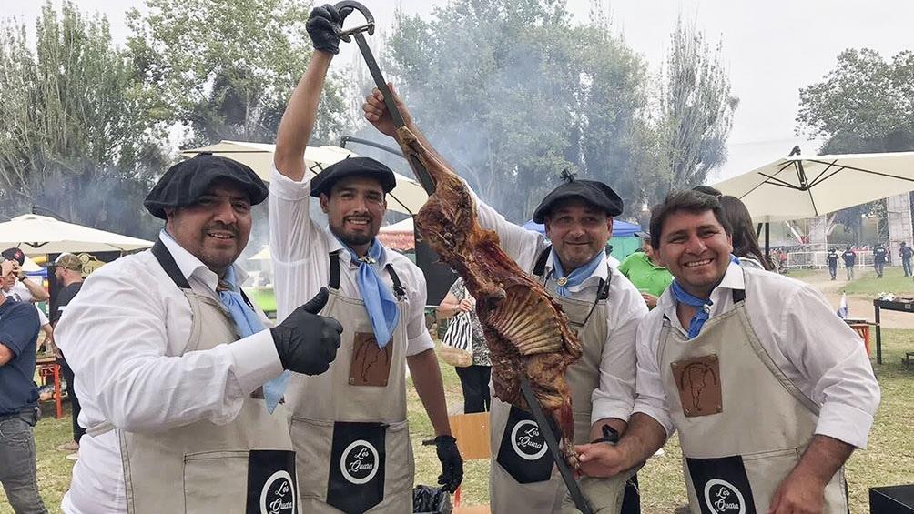En febrero pasado, Cristian y tres colegas representaron a la Argentina en la Cumbre Internacional de Parrilleros, en La Serena, Chile.