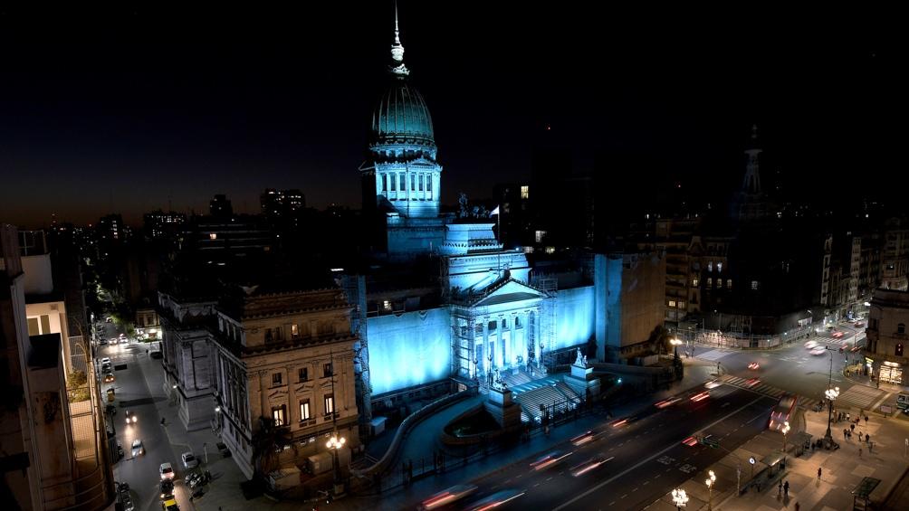 El Congreso y otros edificios se iluminaron de turquesa para fomentar la concientización sobre la dislexia