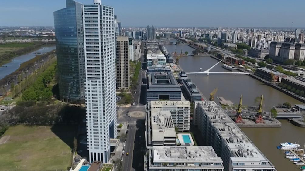 El convenio contempla, como principal medida, el cambio al tope de altura habilitado para permitir la construcción de una torre de departamentos de hasta 140 metros de altura, es decir, cerca de 50 pisos.