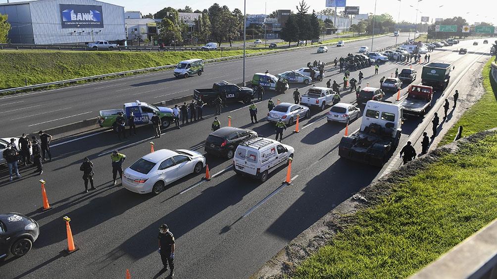 En Mendoza continúa la prohibición de bajar del auto en los circuitos para hacer picnic o asado, por ejemplo.