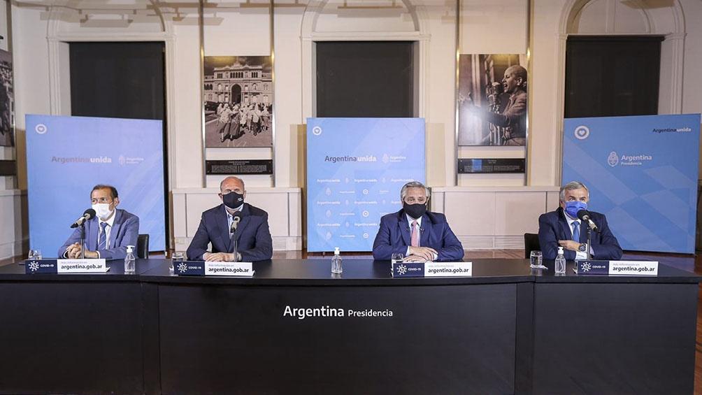 Fernández ofreció el mensaje acompañado por los gobernadores Omar Perotti, Gerardo Morales y Omar Gutiérrez