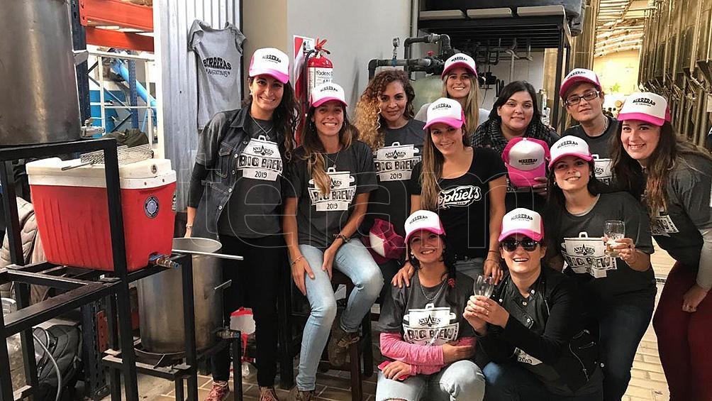 Para visibilizar y potenciar la participación femenina en la industria cervecera surgieron dos organizaciones