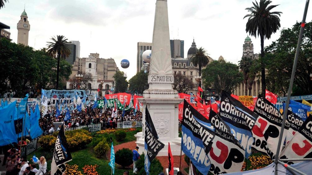 """""""El 17 de octubre nos encontramos virtualmente para conmemorar el Día de la Lealtad. Lo vamos a hacer a la distancia, pero más unidos que nunca"""", afirmó Santiago Cafiero."""