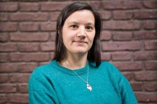 Julieta Alcain, bióloga y becaría de la Academia de Medicina.