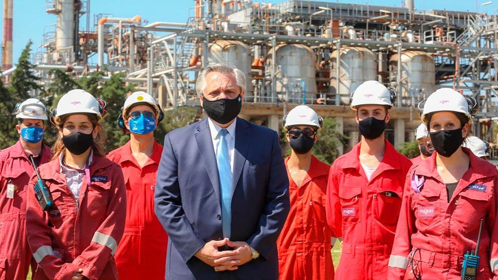 Fernández encabezó en Avellaneda el acto de anuncio de inversiones en la Refinería Raízen.