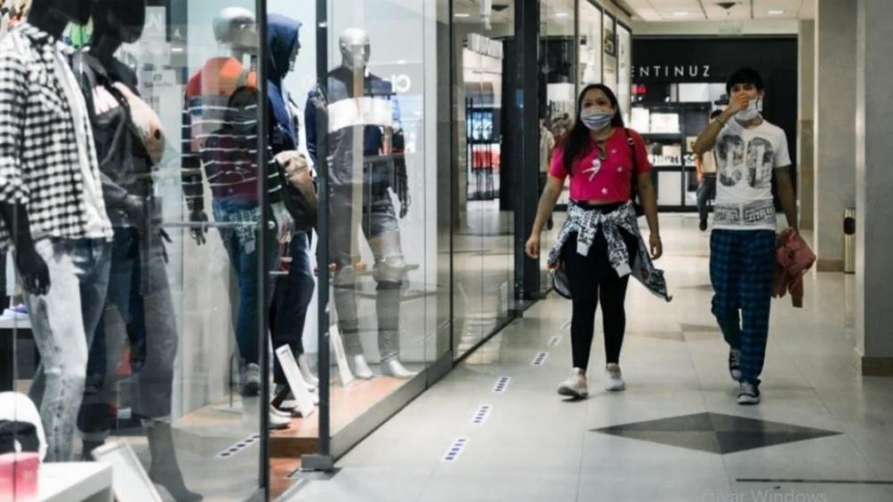 El consumo masivo tiende a estabilizarse y se sostiene con promociones, segundas marcas y programas de precios