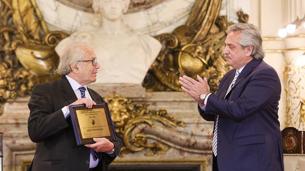 El Presidente y el Nobel de la Paz, durante el homenaje en Casa Rosada.