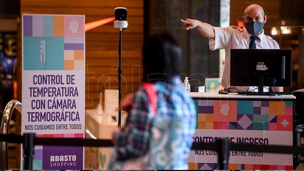 Pese a la reapertura de los shopoings, un 32% de argentinos prefiere realizar las compras navideñas por internet.