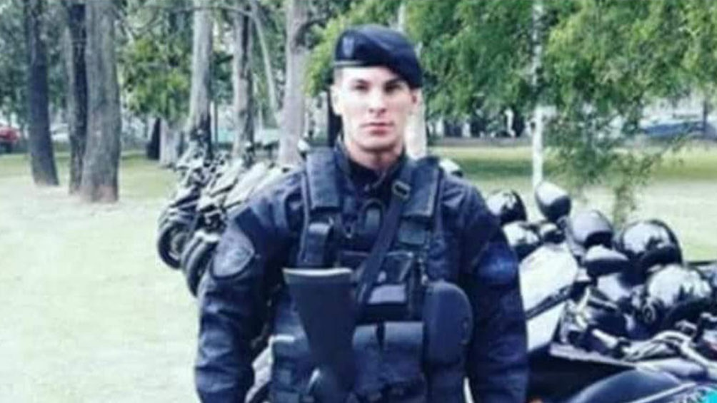 El cabo de la Policía Federal Argentina (PFA) asesinado a balazos durante un asalto a una heladería en la localidad bonaerense de Ramos Mejía recibió dos disparos: uno en el pecho y otro en una pierna