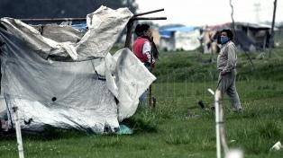 El gobierno bonaerense y las familias que aún quedan en el predio ocupado avanzan en un acuerdo