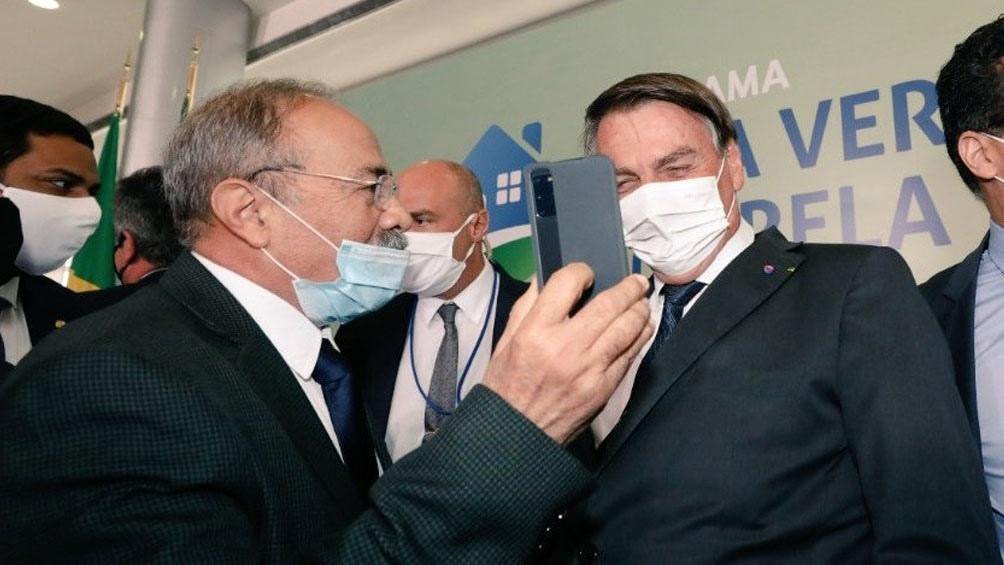 Bolsonaro volvió a intentar despegarse de la crisis económica y sanitaria, que ha causado más de 353.00 muertos y coloca a Brasil como eje global de la pandemia.