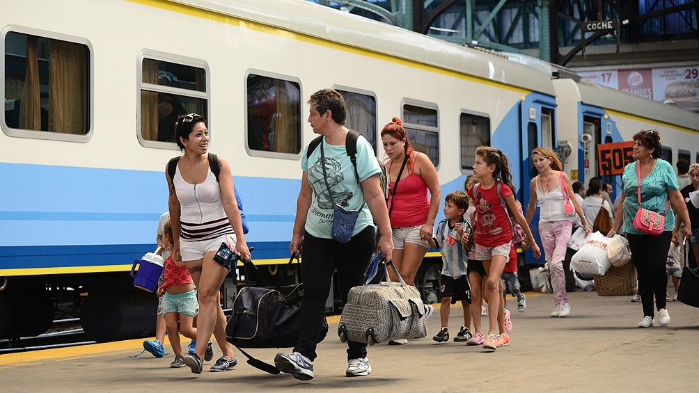 Autorizan la reanudación del transporte automotor y ferroviario interurbano de jurisdicción nacional