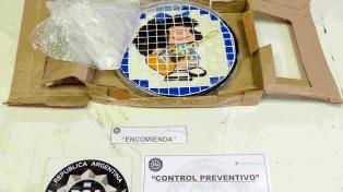 Desbaratan una banda que traficaba drogas a Europa en artesanías con la imagen de Mafalda