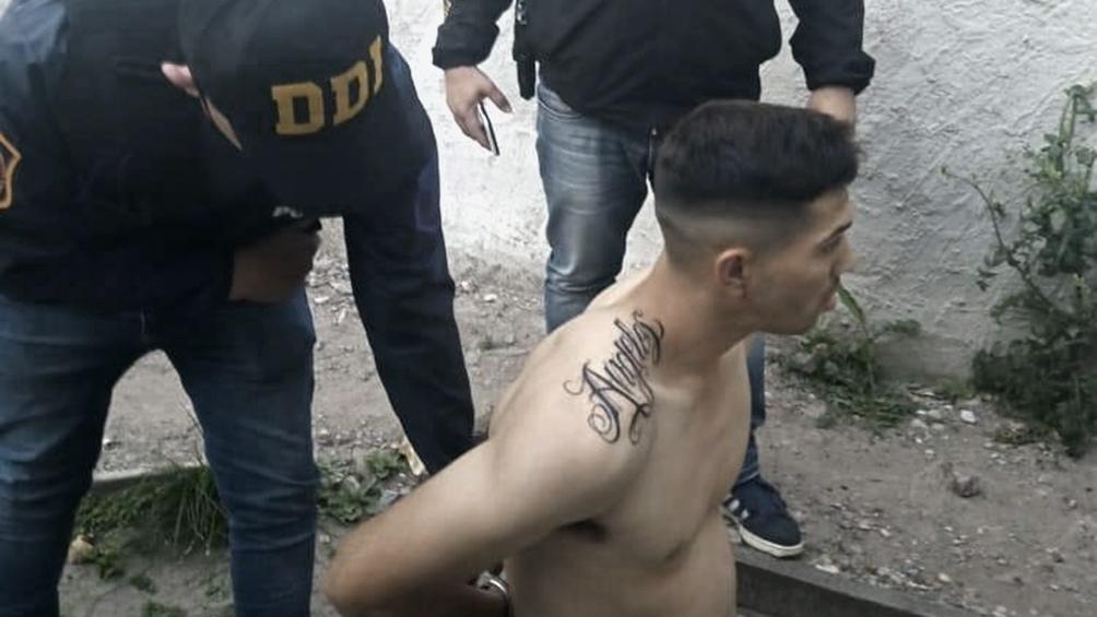 Los dos detenidos fueron identificados como Nicolás González y Lucas Adrián Carrera