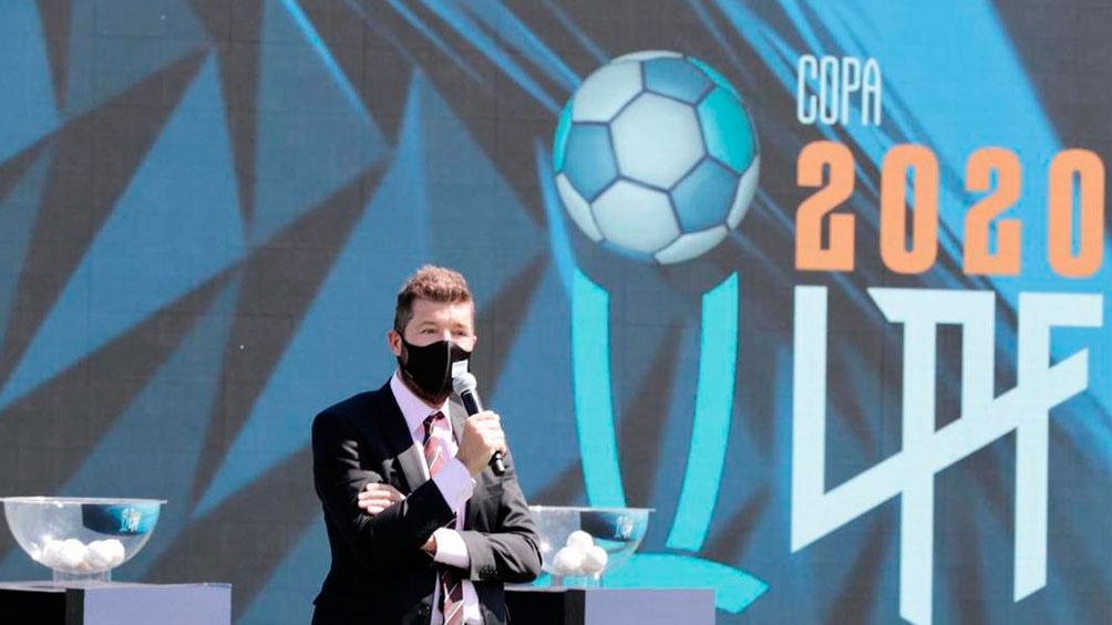 Tinelli, durante la ceremonia de sorteo de los grupos de la flamante Copa Liga Profesional 2020 (Foto: @LigaAFA)