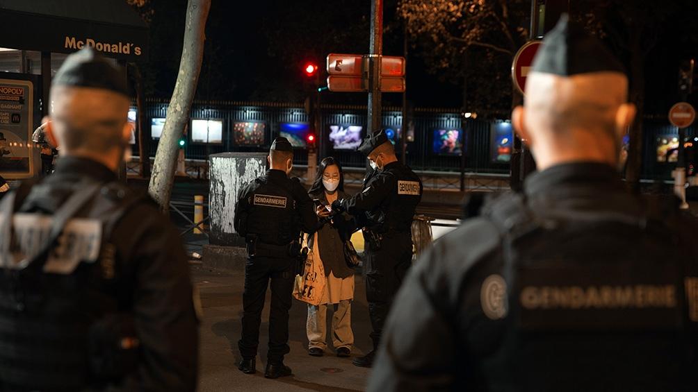 Las calles de París, desiertas en la primera noche de toque de queda