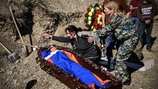 Azerbaiyán y Armenia se acusan de violar la nueva tregua y siguen los combates
