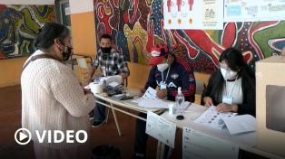 En paz y con cuidados sanitarios decenas de miles de bolivianos votaron en la Argentina