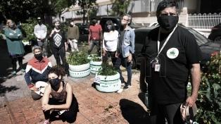 Vecinos compostan sus restos orgánicos de forma comunitaria y barrial en la ciudad de Buenos Aires