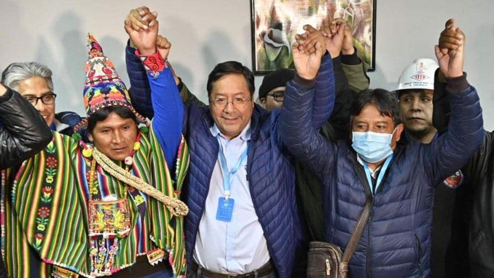 Líderes de la región y organismos internacionales saludan al MAS por su victoria
