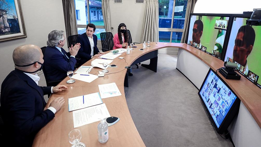 """El programa """"Municipios de Pie"""" fue presentado por Alberto fernández en una videconferencia con intendentes."""