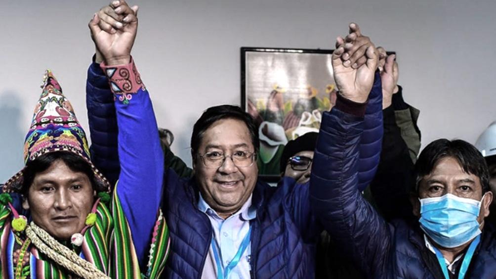 Luis Arce, al festejar la victoria electoral que volvió a llevar al MAS a la Presidencia de Bolivia.