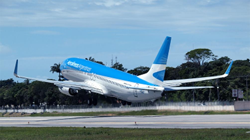 Aerolíneas Argentinas traslada 14 vuelos de Aeroparque a Ezeiza por personal con coronavirus