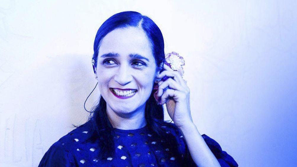 """Julieta Venegas invita en """"Vivir es ir de un espacio a otro"""" a pensar la casa."""
