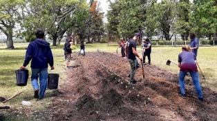 Movimientos sociales marcharon por un proyecto agroecológico con tierras de Etchevehere en disputa