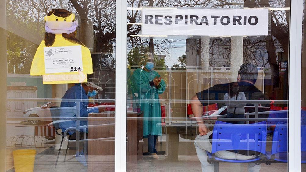 En los últimos días se observan largas filas en el área habilitada para la realización de hisopados.