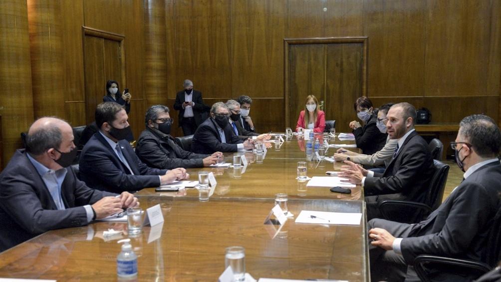 Reunión de ministros con representantes de la Cámara Argentina de la Construcción y de la Unión Obrera de la Construcción.