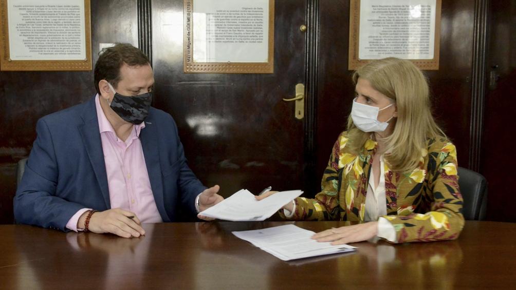 Hernán Brienza, director del Incap, y Bernarda Llorente, presidenta de Télam
